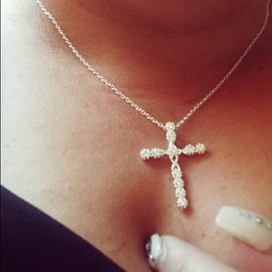 Jewelry - ❤️gorgeous silver simulated diamond Cross necklace